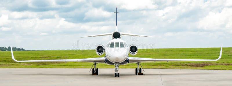 Affär Jet Panorama för Dassault falk 50 arkivbild