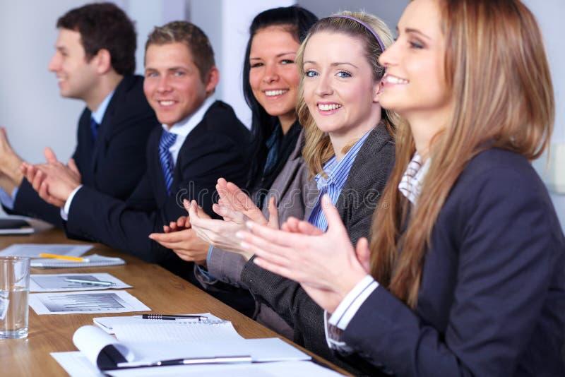 affär som applåderar händer som möter laget arkivfoton