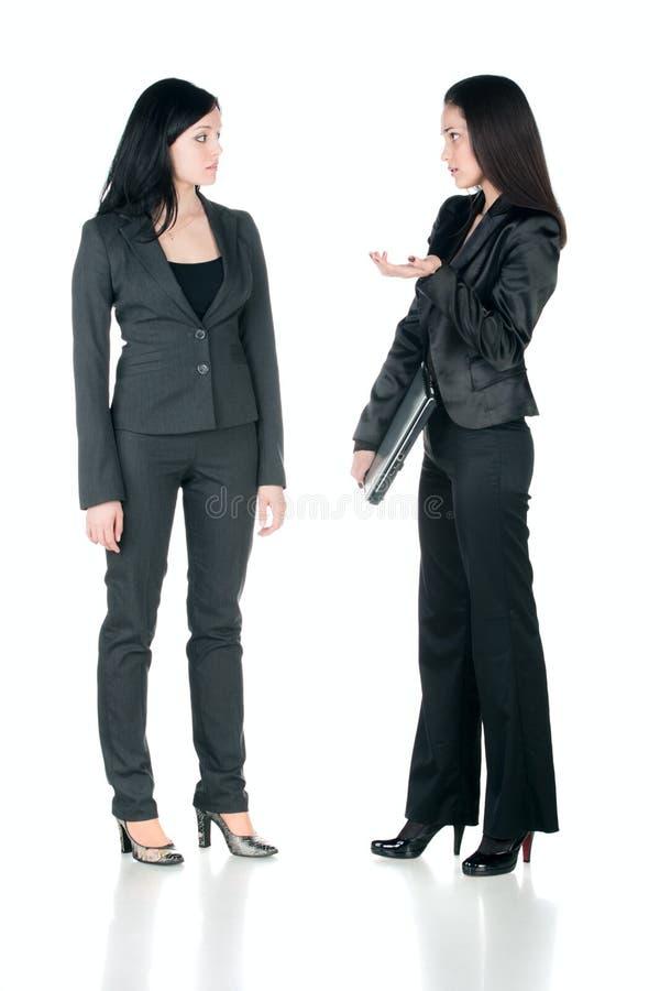 affär som talar två kvinnor arkivbild