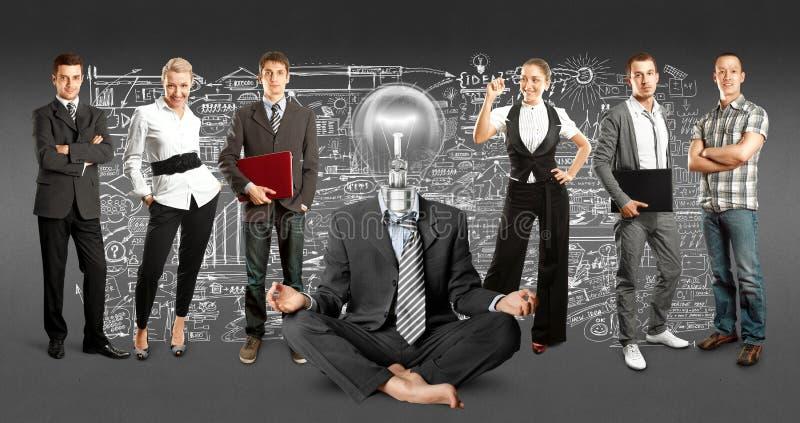 Affär Team With Lamp Head royaltyfri fotografi