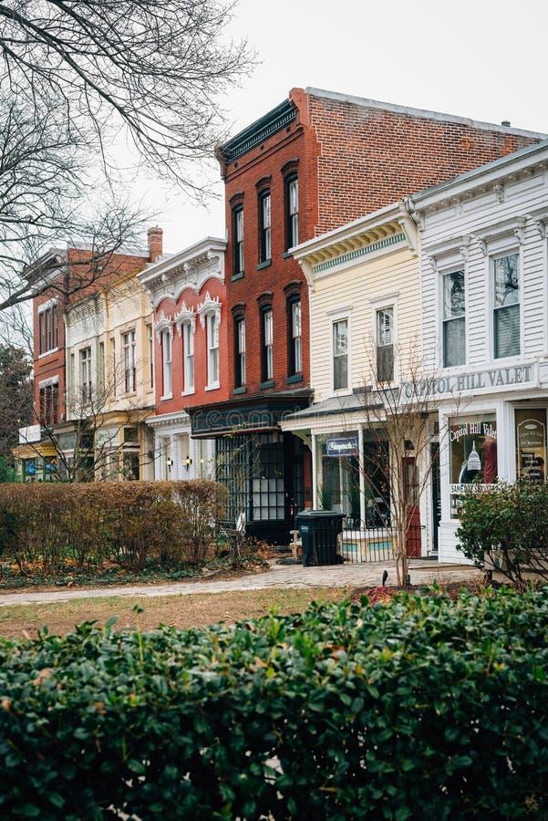 Affärer och hus på den östliga Kapitoliumgatan i Capitol Hill, Washington, DC arkivfoton