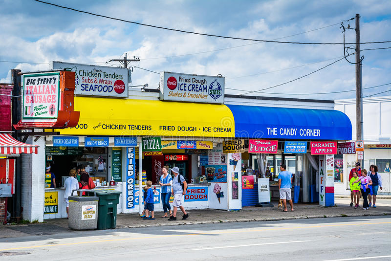 Affärer på havboulevarden, i Hampton Beach, New Hampshire royaltyfri bild