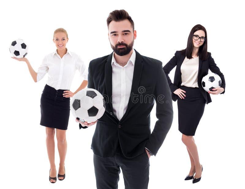 Affärs- och sportbegrepp - ungt affärsfolk i affärsdräkter med fotbollbollar som isoleras på vit royaltyfri foto