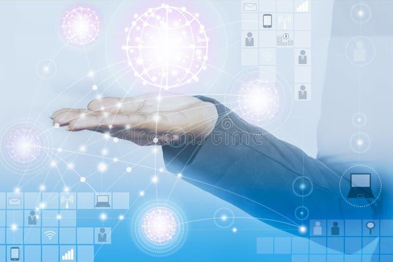 Affärs- och teknologibegrepp, förbindande folk som använder teknologi royaltyfria bilder