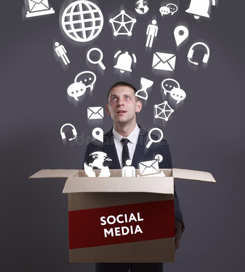 Affärs-, teknologi-, internet- och nätverksbegrepp Ung busine royaltyfri foto