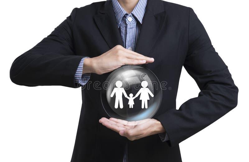 Affärsanställda som skyddar familjen för kundomsorgbegrepp royaltyfri fotografi