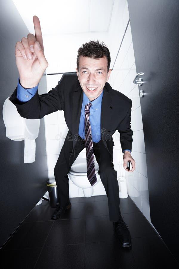 Affärsavtal på toalett arkivbild