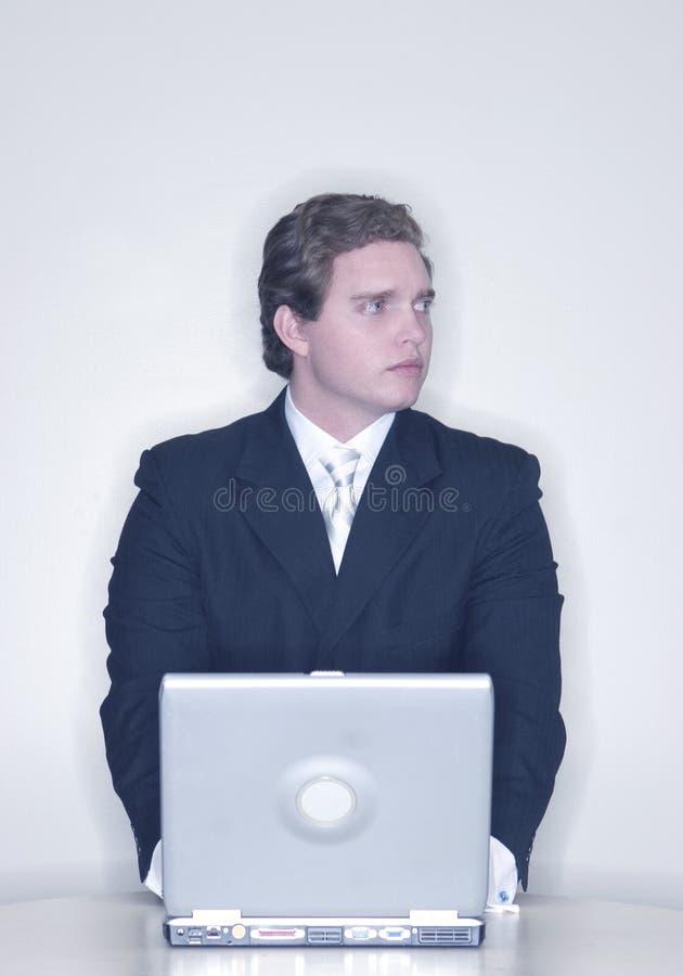 affärsbärbar datorman arkivbild