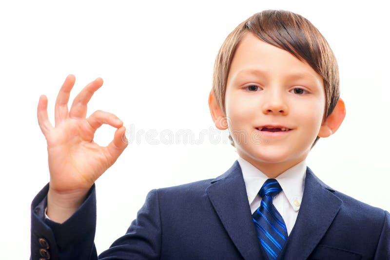 Affärsbarn, i att posera för dräkt och för band fotografering för bildbyråer