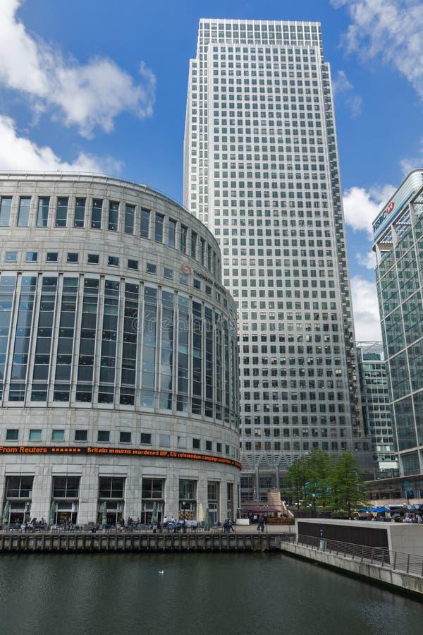 Affärsbyggnader och skyskrapor i Canary Wharf, London, England, Storbritannien arkivbild