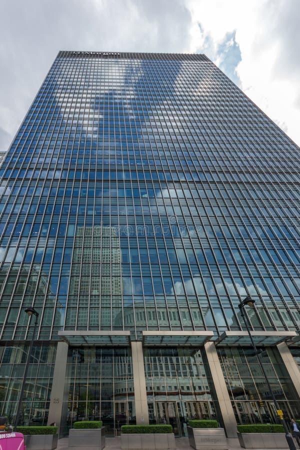 Affärsbyggnader och skyskrapor i Canary Wharf, London, England, Storbritannien royaltyfria foton