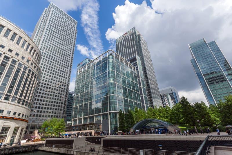 Affärsbyggnader och skyskrapor i Canary Wharf, London, England, Storbritannien arkivfoto