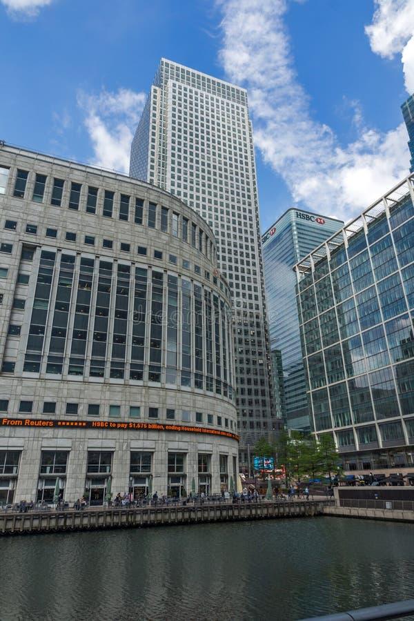 Affärsbyggnader och skyskrapor i Canary Wharf, London, England, Storbritannien royaltyfri foto
