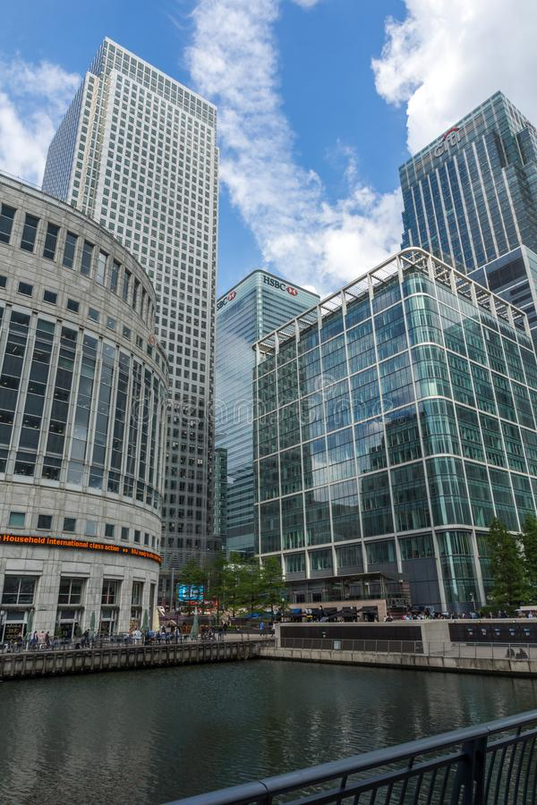 Affärsbyggnader och skyskrapor i Canary Wharf, London, England, Storbritannien fotografering för bildbyråer