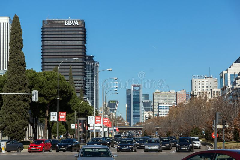 Affärsbyggnader på den Paseo de la Castellana gatan i stad av Madrid, Spanien fotografering för bildbyråer