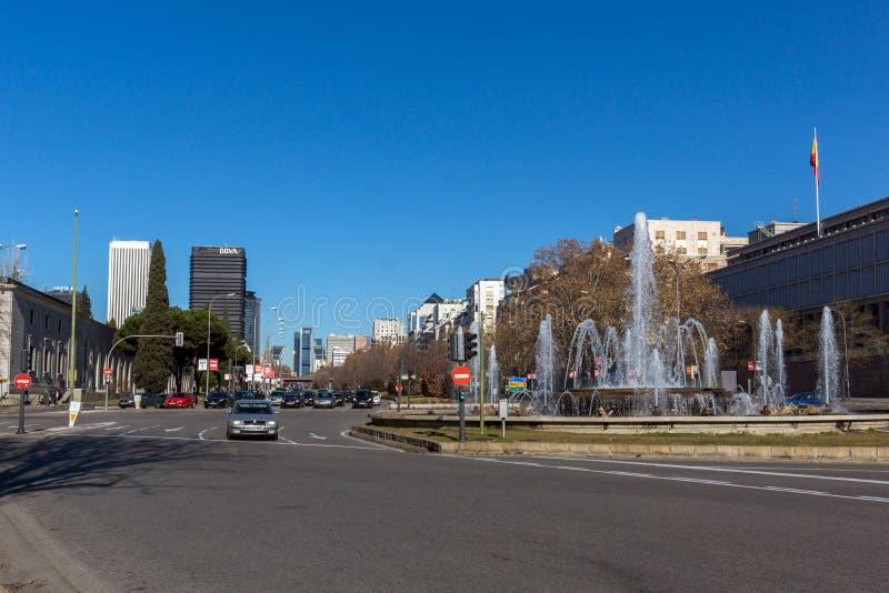 Affärsbyggnader på den Paseo de la Castellana gatan i stad av Madrid, Spanien royaltyfri bild