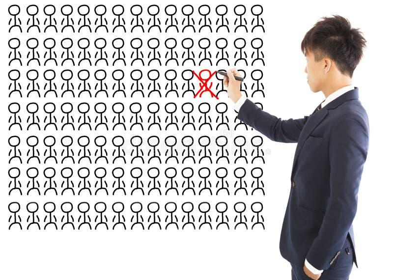 Affärschefen utelämnar en fel person arkivfoto