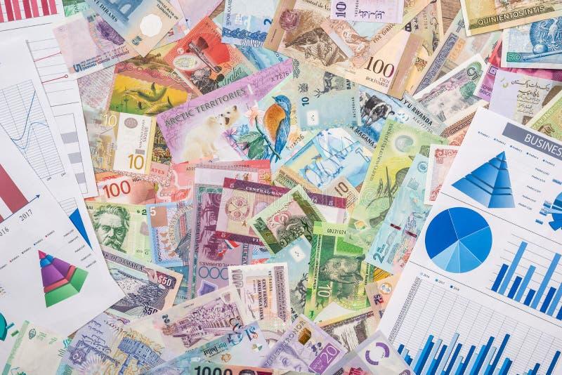 Affärsdiagram eller graoh med världspengar bakgrundsbegreppet bantar guld- ?ggfinans arkivbilder