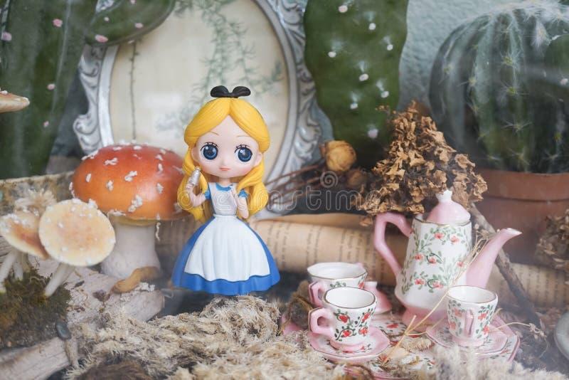 Affärsföretag för Alice ` s i underland Alice i underland är en berömd roman, vid en engelska Lewis Carroll författare, var senar royaltyfria bilder