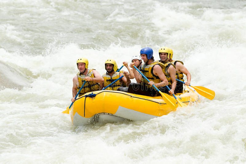 Affärsföretag för Rafting för Whitewater flod arkivfoto