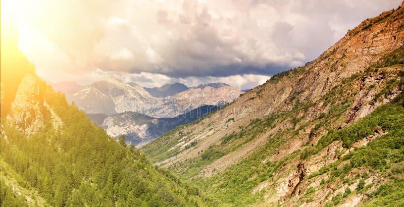 Affärsföretaglopp - utomhus- baner för berg arkivbilder