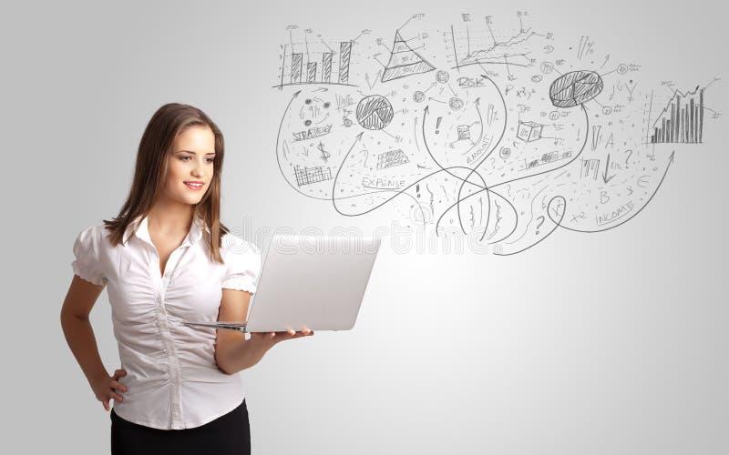 Affärsflickan som framlägger den drog handen, skissar grafer och diagram fotografering för bildbyråer