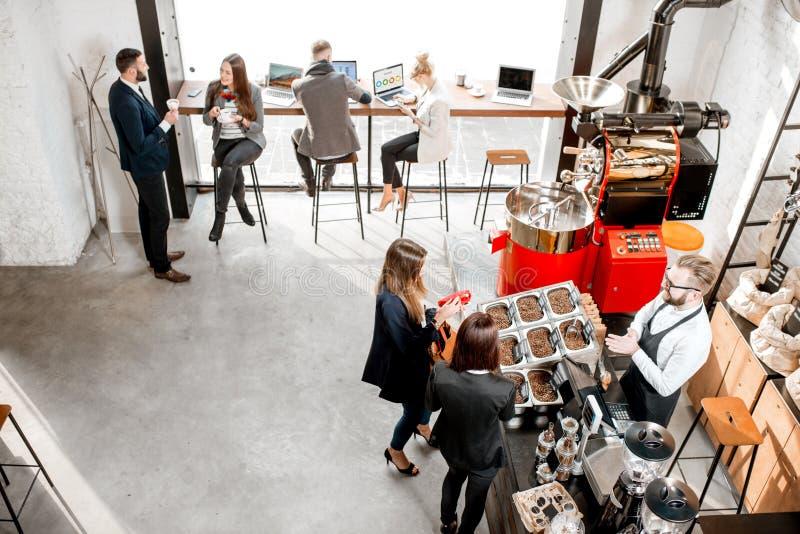 Affärsfolk i kafét arkivfoto