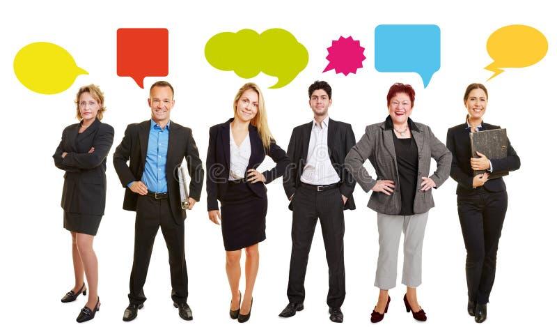 Affärsfolk med anförandebubblor arkivfoton