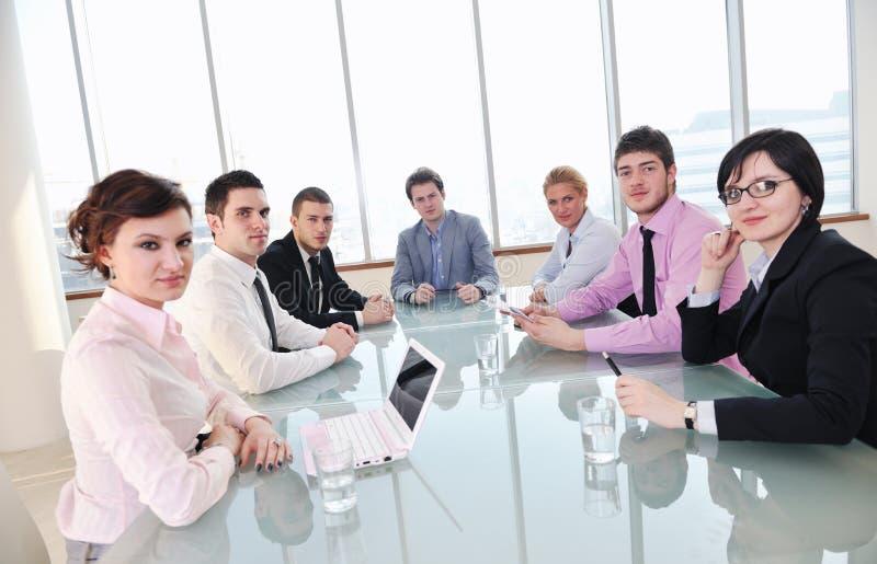 Affärsfolk på mötet arkivfoton