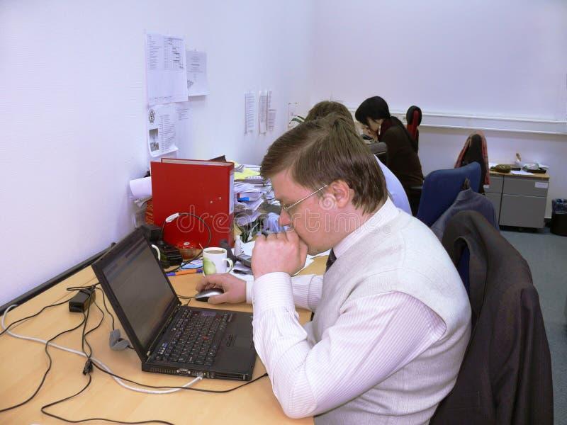 Affärsfolk som arbetar i offece royaltyfri foto