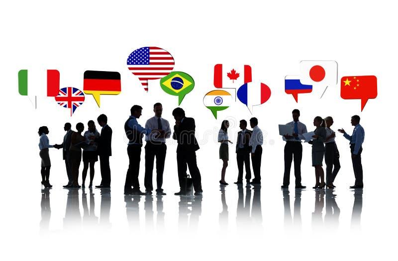 Affärsfolk som diskuterar internationella relationer royaltyfria foton