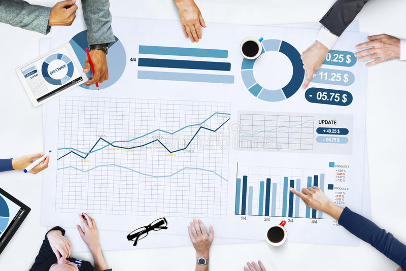 Affärsfolk som möter begrepp för planläggningsanalysstatistik arkivbilder