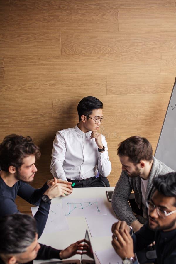 Affärsfolk som möter företags begrepp för konferensdiskussion fotografering för bildbyråer
