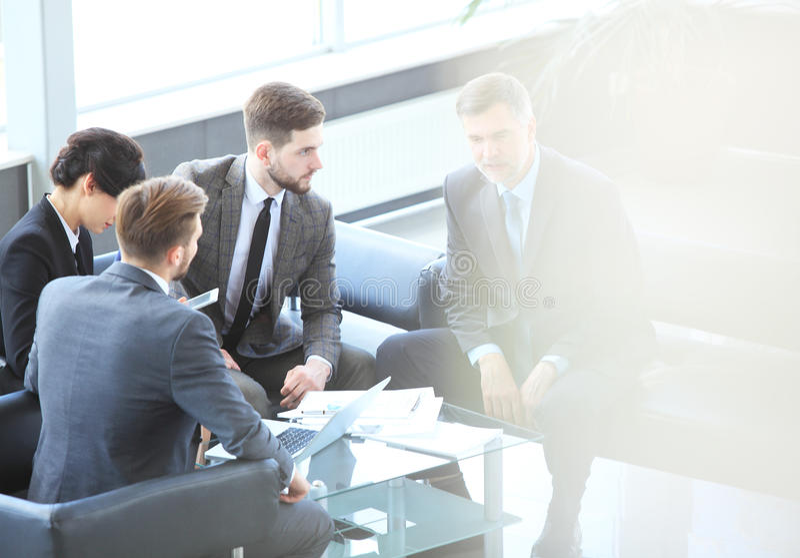 Affärsfolk som möter företags begrepp för konferensdiskussion royaltyfria foton