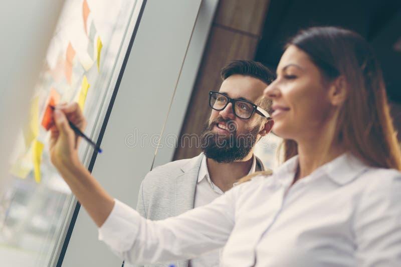 Affärsfolk som planerar strategi royaltyfri bild