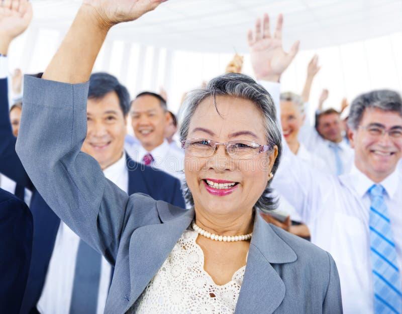 Affärsfolk som röstar begrepp för seminariumkonferensrum royaltyfria foton