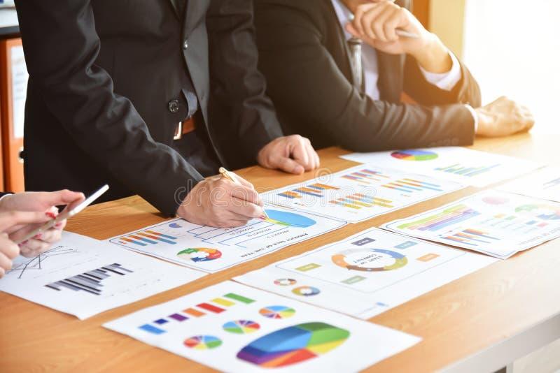 Affärsfolket diskuterar arkivbilder