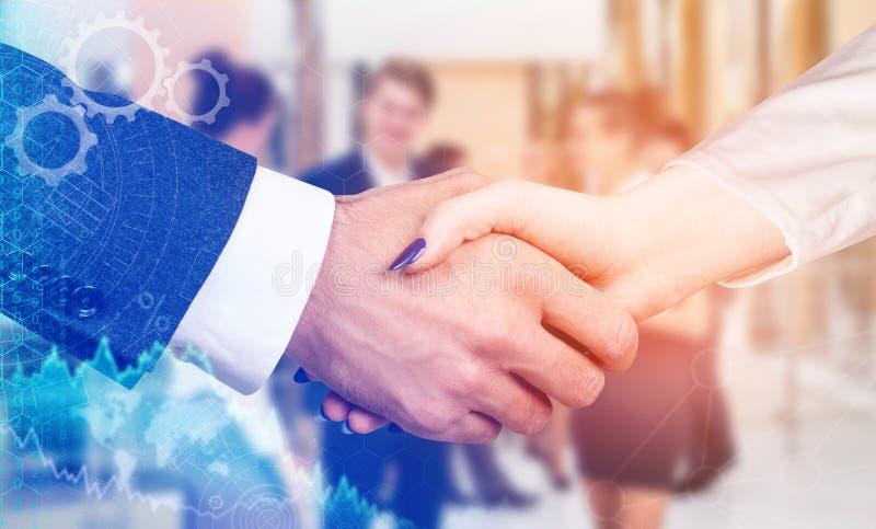 Affärshandskakning som symbolet för partnerskap royaltyfria bilder