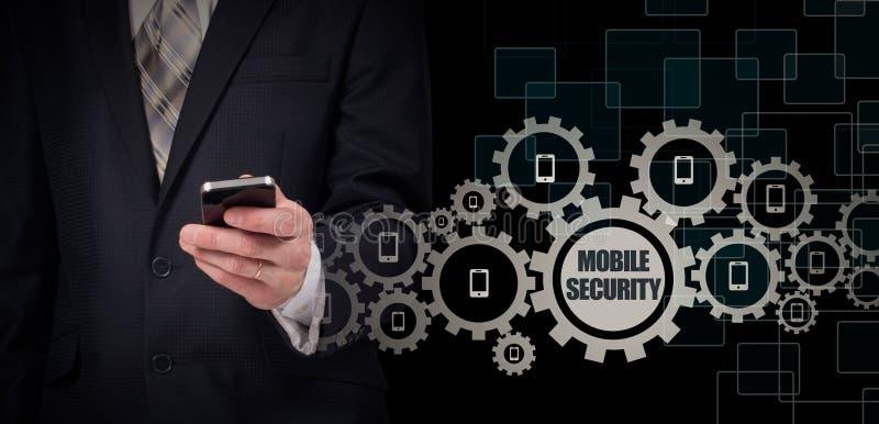Affärsidé affärsman med smartphonen Världsomspännande anslutningsteknologi mobil säkerhet royaltyfria foton