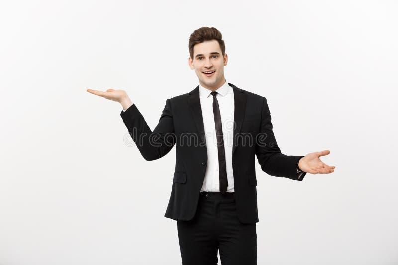 Affärsidé: Attraktiv stilig hand för shower för affärsman på sida Kopieringsutrymme på vitt background arkivfoto