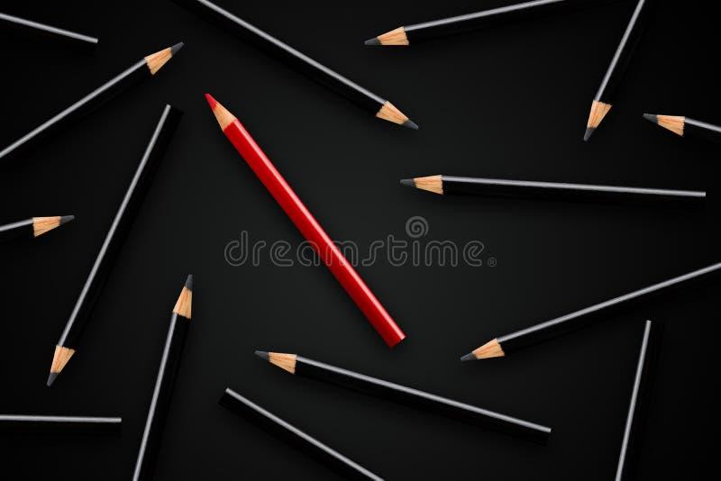 Affärsidé av ledarskap och att stå ut från folkmassan eller att tänka olikt; röd blyertspenna i gruppen av svarta blyertspennor royaltyfri fotografi