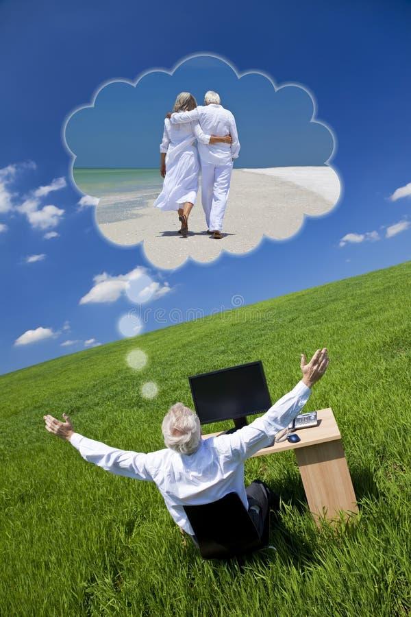 För semesteravgång för affärsman drömma skrivbord Gree arkivbild
