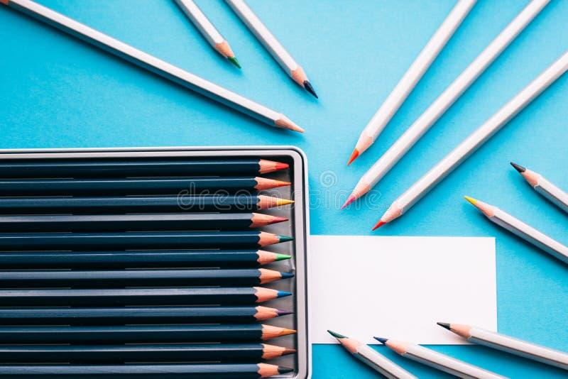 Affärskort av målaren och blyertspennor arkivfoto
