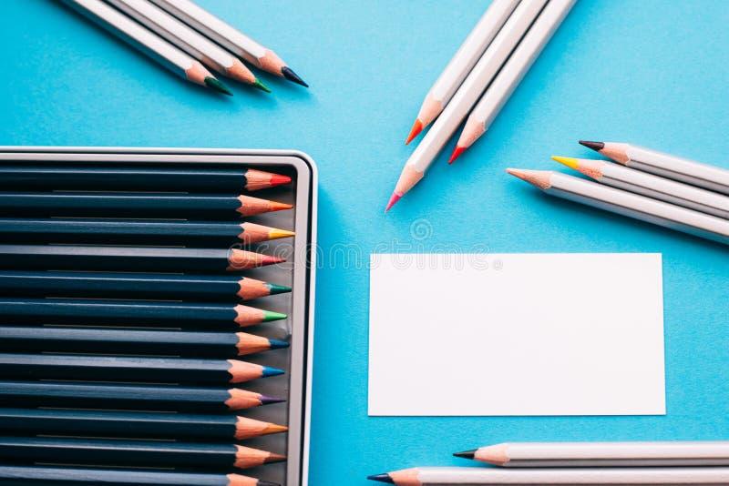 Affärskort av målaren och blyertspennor fotografering för bildbyråer