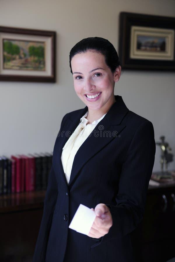 affärskort som ger advokaten arkivfoton