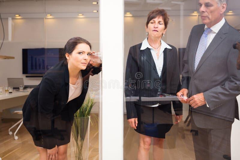 Affärskvinna Eavesdropping royaltyfria bilder