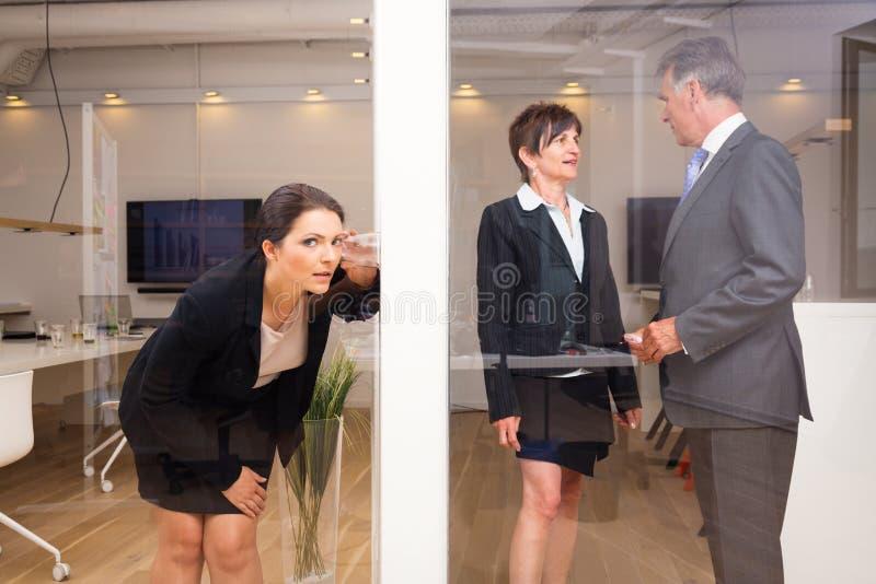 Affärskvinna Eavesdropping royaltyfri foto