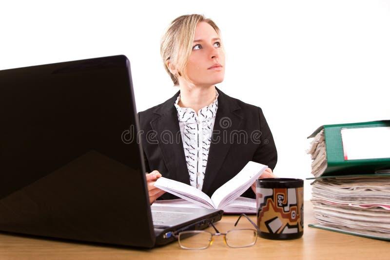 Affärskvinna i regeringsställning royaltyfri bild