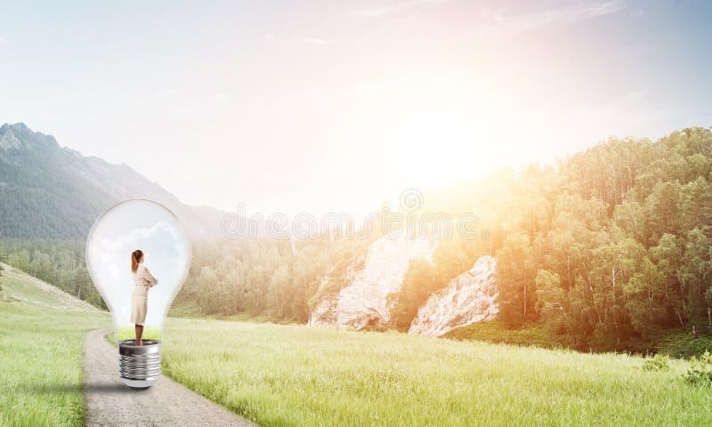 Affärskvinna inom ljus kula arkivfoto