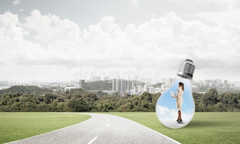 Affärskvinna inom ljus kula arkivfoton